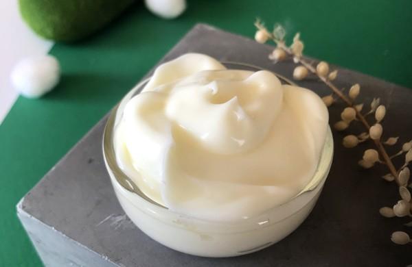 Crème anti-tache au Lys et Petit grain