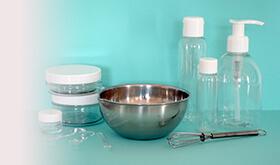 fabrication de cosmétique : flacons vides et matériel